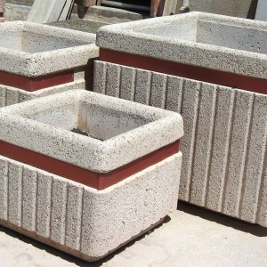 Fioriere con fascia decorativa pastore prefabbricati for Colonne quadrate decorative